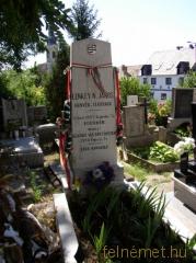 Eger,Lenkey tábornok sírja a Kisasszony temetőben