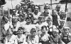 Felnémeti 3. osztályos gyerekek a felső iskola udvarán 1960 körül