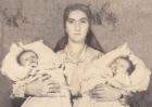 Nagy Olika és Petronka édesanyjukkal