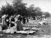 Fazekastermékek árusítása a piacon 1910-es évek